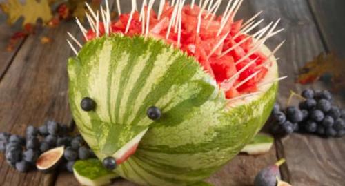 Perché mangiare l'anguria in estate: proprietà e benefici, anche a letto!